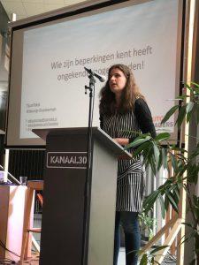 Willemijn op het podium tijdens haar pitch