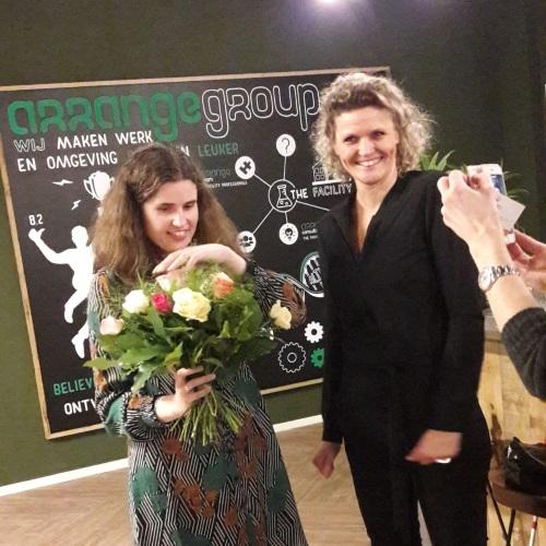 Willemijn en Angelique bij het afscheid