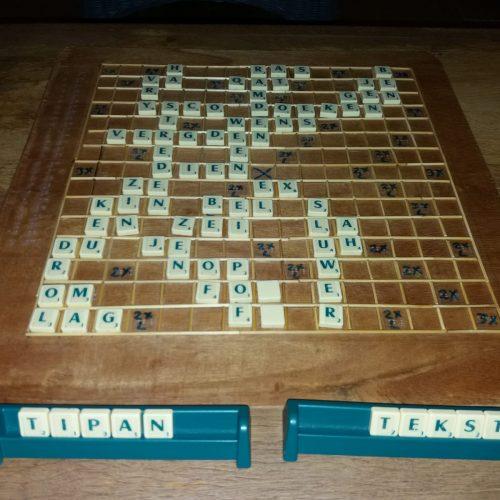 Foto van het zelfgemaakte scrabblebord